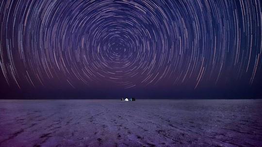 Hình ảnh siêu thực ở sa mạc muối khổng lồ của Ấn Độ - Ảnh 6.