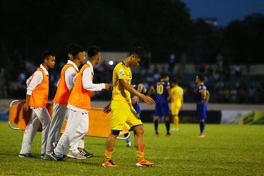 2 cầu thủ Olympic Việt Nam chấn thương ở cúp Quốc gia - Ảnh 1.