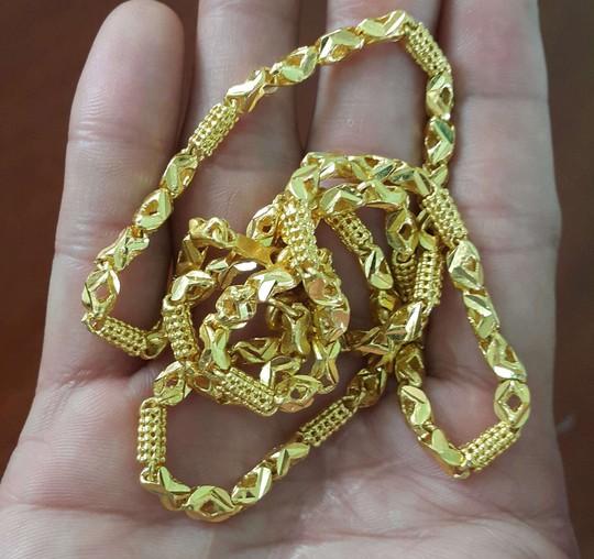 Hàng chục cảnh sát vây bắt nghi phạm cướp tiệm vàng - Ảnh 3.