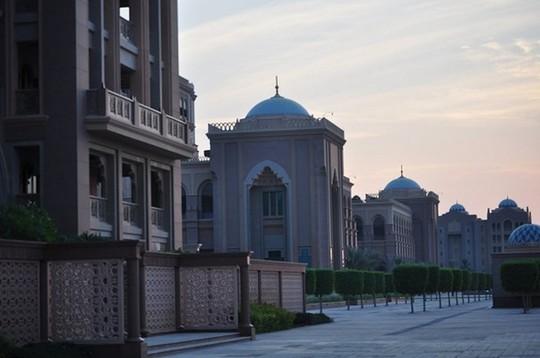 Chiêm ngưỡng khách sạn dát vàng 7 sao siêu xa xỉ ở UAE - Ảnh 1.