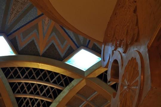Chiêm ngưỡng khách sạn dát vàng 7 sao siêu xa xỉ ở UAE - Ảnh 3.