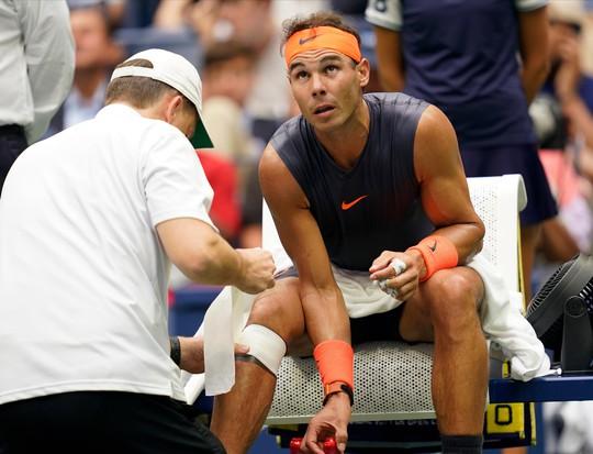 Nadal bỏ cuộc vì chấn thương, Del Potro vào chung kết có Djokovic - Ảnh 4.
