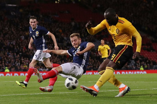 Huynh đệ nhà Hazard trổ tài kiến tạo, Bỉ đè bẹp Scotland - Ảnh 2.