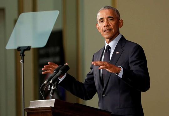 Ông Obama lần đầu tiên chỉ trích đích danh ông Trump  - Ảnh 1.