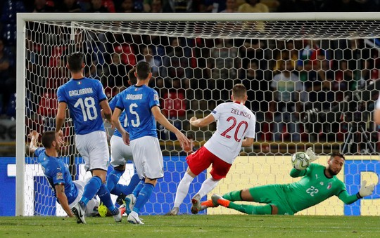 Huynh đệ nhà Hazard trổ tài kiến tạo, Bỉ đè bẹp Scotland - Ảnh 8.