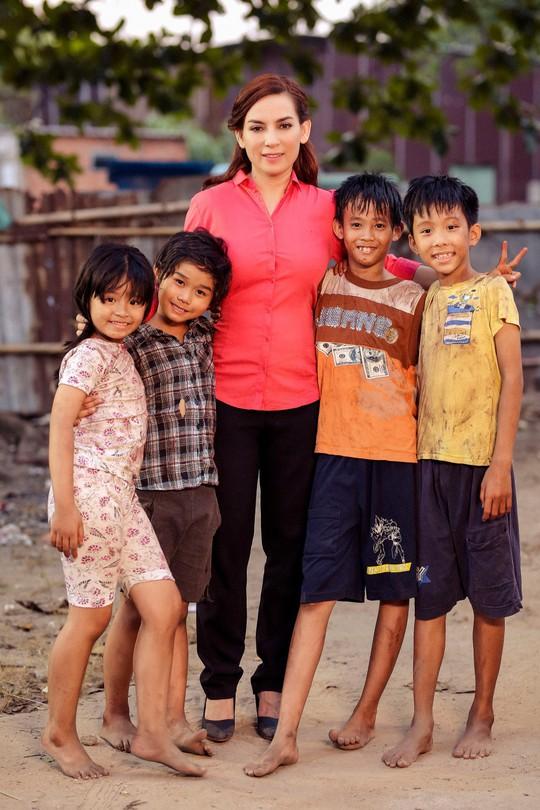 Phi Nhung với tâm nguyện xây trường cho những đứa trẻ bị bỏ rơi - Ảnh 4.