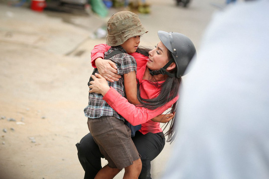 Phi Nhung với tâm nguyện xây trường cho những đứa trẻ bị bỏ rơi - Ảnh 1.