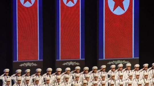 Triều Tiên nhịn khoe ICBM tại lễ diễu binh mừng quốc khánh - Ảnh 9.