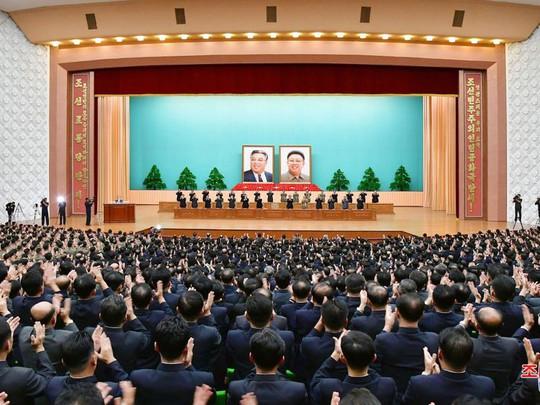 Triều Tiên nhịn khoe ICBM tại lễ diễu binh mừng quốc khánh - Ảnh 10.