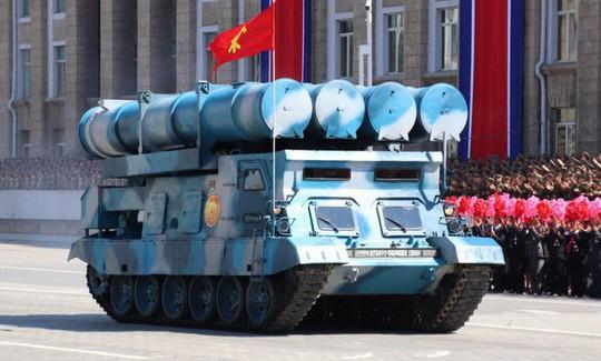 Triều Tiên nhịn khoe ICBM tại lễ diễu binh mừng quốc khánh - Ảnh 5.