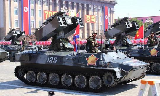Triều Tiên nhịn khoe ICBM tại lễ diễu binh mừng quốc khánh - Ảnh 6.