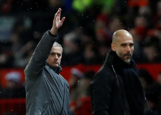 Cantona sẵn sàng thay Mourinho dẫn dắt M.U - Ảnh 2.