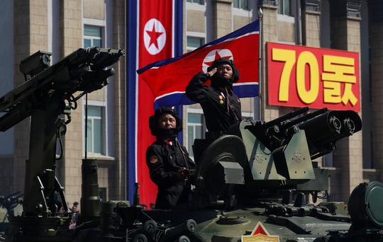 Thông điệp từ tên lửa vắng bóng trong diễu binh Triều Tiên - Ảnh 1.
