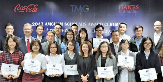 Đại Sứ Hoa Kỳ tại Việt Nam trao học bổng AmCham Scholars cho 20 sinh viên xuất sắc - Ảnh 1.