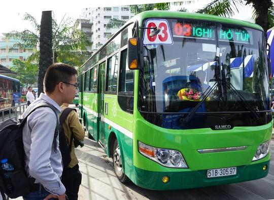 Hành khách mê xe buýt mẫu - Ảnh 1.