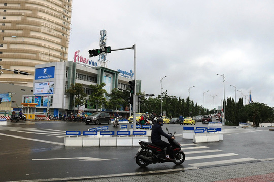 Cấm rẽ trái từ Trần Phú qua cầu sông Hàn trong giờ cao điểm - Ảnh 2.