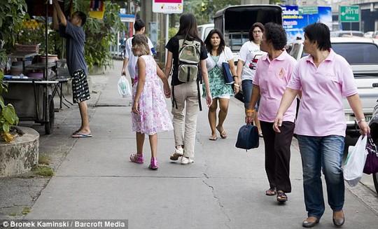 Người sói ở Thái Lan lộ mặt thật, lấy được chồng - Ảnh 3.