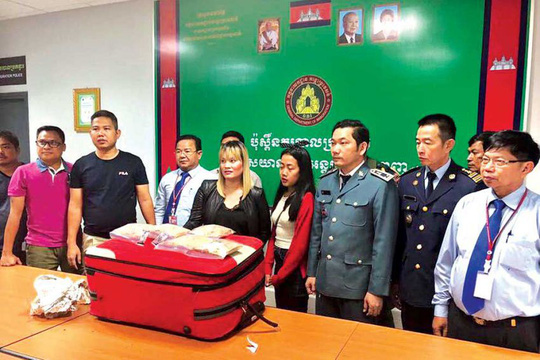 Campuchia: Bắt một phụ nữ gốc Việt mang gần 2 kg heroin - Ảnh 2.