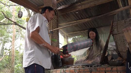 Bí quyết của làng nghề bánh tráng trăm năm phục vụ Tết - Ảnh 1.