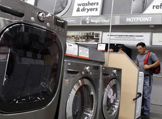 Máy giặt, pin mặt trời thành nạn nhân của nước Mỹ trên hết - Ảnh 1.