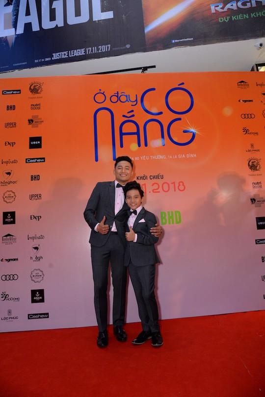 Sao Việt tụ hội chúc mừng cha con Quý Bình - Ảnh 2.
