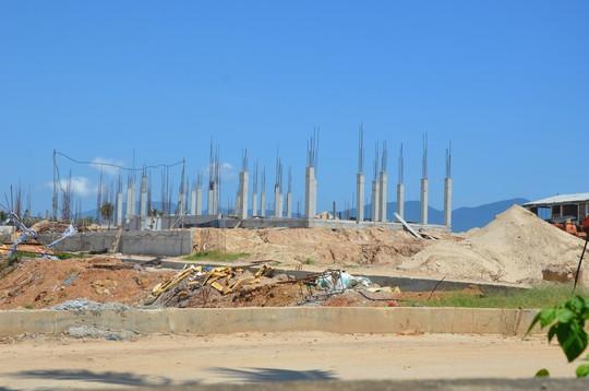 Đà Nẵng: Ngang nhiên lấn biển xây hàng chục biệt thự vượt phép - Ảnh 1.