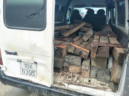 Kiểm lâm rượt đuổi xe chở gỗ như… phim hành động - Ảnh 1.