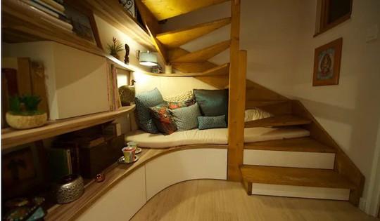 10 mẫu cầu thang gỗ đẹp hiện đại cho nhà phố chật chội - Ảnh 6.