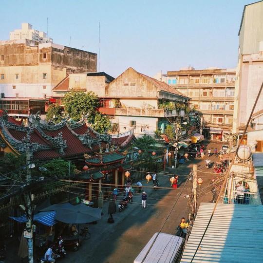 Lạc lối trong khu Chinatown đẹp mê mẩn giữa Sài Gòn - Ảnh 1.