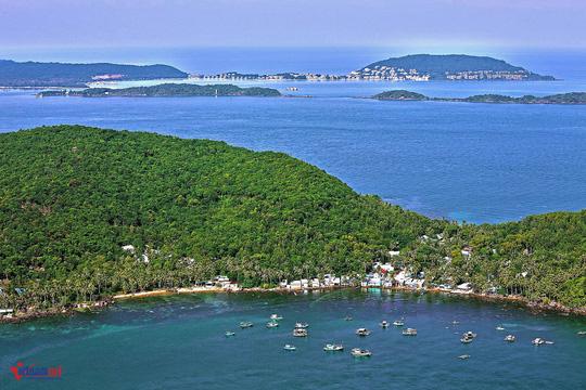 Sững sờ trước sắc xanh kỳ diệu của biển trời Phú Quốc - Ảnh 1.
