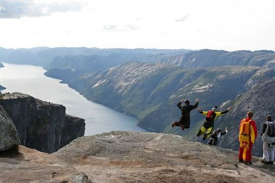 Thót tim những trải nghiệm nguy hiểm nhưng đầy kích thích ở Na Uy - Ảnh 2.