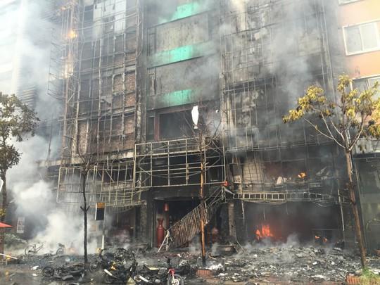 Hoãn xử vụ án cháy quán karaoke làm 13 người tử vong - Ảnh 2.
