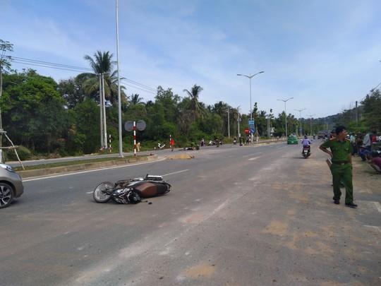 Phú Quốc: Hai xe máy tông nhau, 2 người chết, 1 người bị thương - Ảnh 1.