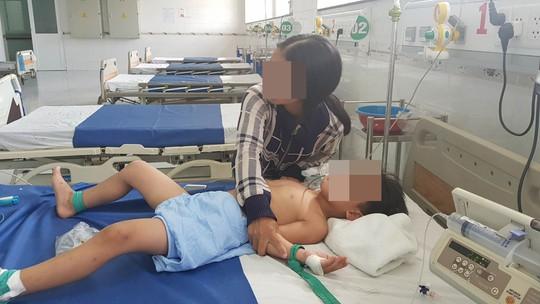 Nghi án cha bỏ thuốc sâu vào sữa đầu độc 3 con - Ảnh 2.