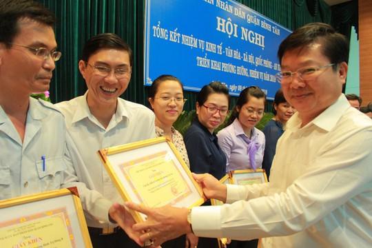 TP HCM: Quận Bình Tân phấn đấu không còn hộ nghèo - Ảnh 3.