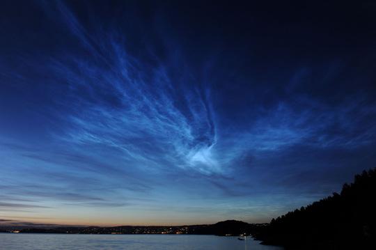 Những đám mây điện xanh kỳ lạ trên bầu trời Nam Cực - Ảnh 2.