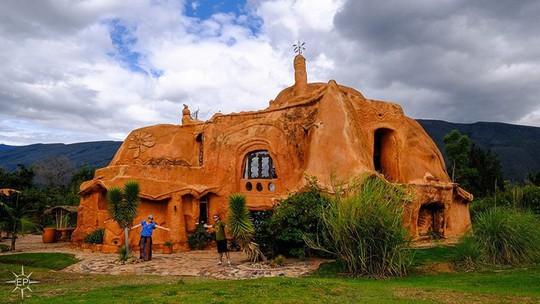 Bên trong căn nhà bằng đất sét đẹp nhất thế giới - Ảnh 1.