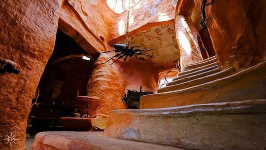 Bên trong căn nhà bằng đất sét đẹp nhất thế giới - Ảnh 4.