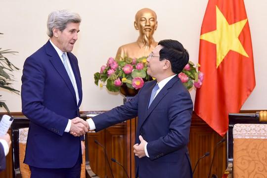 Phó Thủ tướng tiếp cựu Ngoại trưởng Mỹ John Kerry - Ảnh 1.