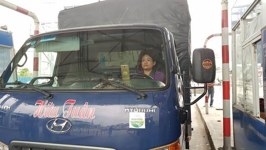 Nữ tài xế xe tải lại oanh tạc, BOT T2 tiếp tục xả trạm - Ảnh 1.