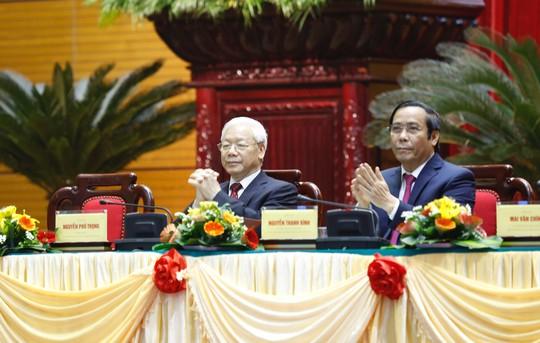Bầu cử, điều động, luân chuyển 5 Ủy viên Bộ Chính trị, Ban Bí thư - Ảnh 1.
