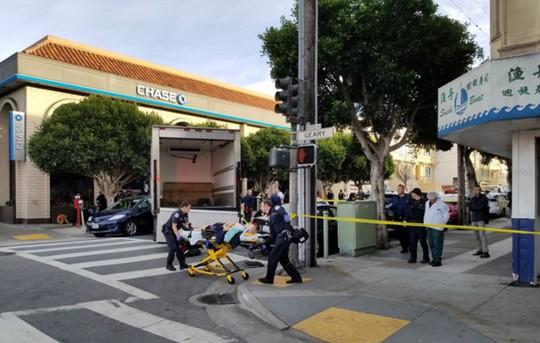 Mỹ: Xe tải lao vào người đi bộ gây hàng loạt thương vong - Ảnh 3.