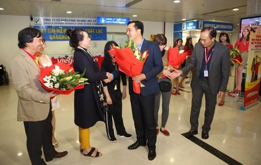 Vietjet tưng bừng chào đón những hành khách đầu tiên năm 2018 - Ảnh 1.