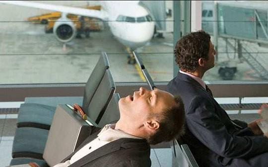 Bạn sẽ không ăn trên máy bay khi biết lý do này - Ảnh 2.