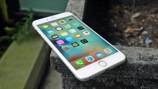 Người dùng iPhone đời cũ tại VN được đổi pin nếu máy chậm - Ảnh 1.