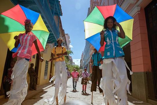 Cuba vừa lạ vừa quen qua mắt du khách Việt - Ảnh 2.