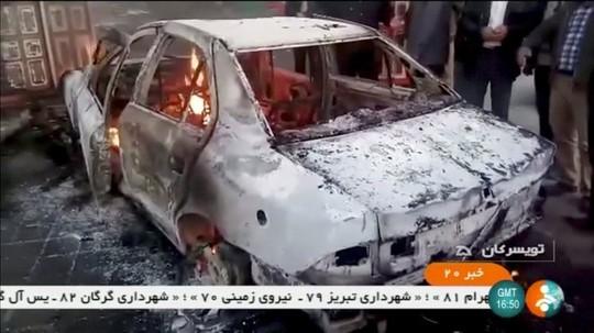 Iran: Cố trộm súng cảnh sát, 6 người biểu tình thiệt mạng - Ảnh 1.