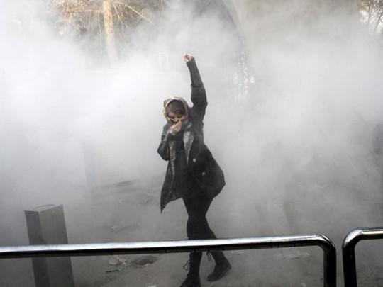 Iran: Cố trộm súng cảnh sát, 6 người biểu tình thiệt mạng - Ảnh 2.