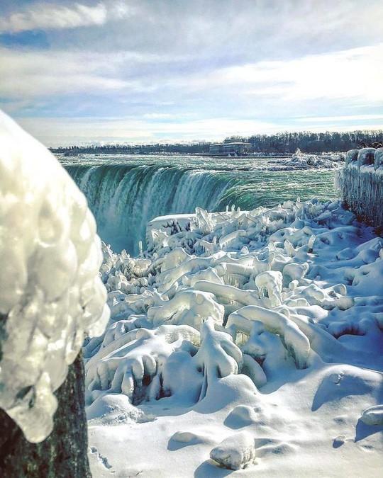 Giật mình trước chùm ảnh về mùa đông lạnh giá ở Bắc Mỹ - Ảnh 2.