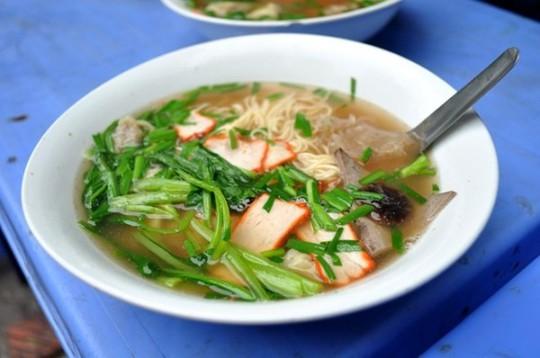 Những quán ăn phải xếp số nhưng vẫn nườm nượp khách ở Hà Nội - Ảnh 1.